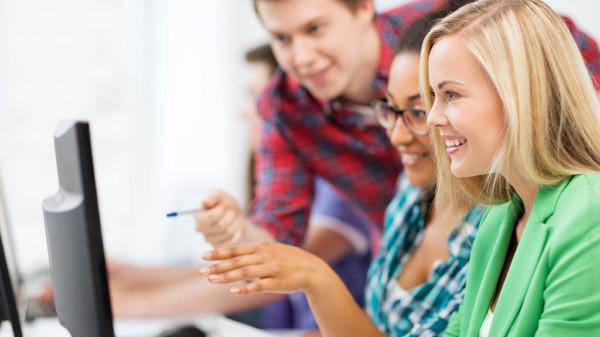 Junge Menschen in der berufsbildenden Schule