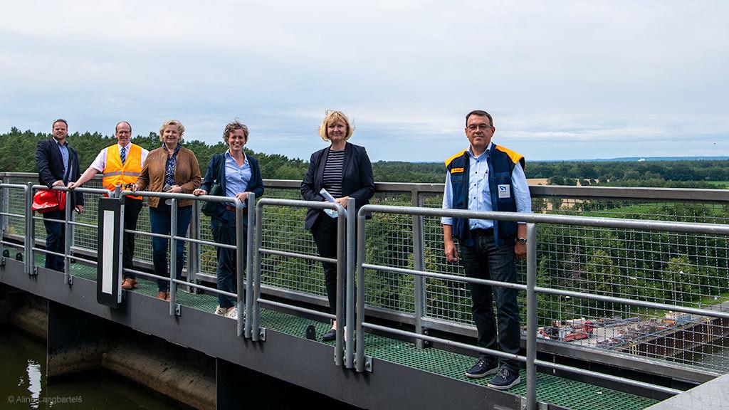 Abgeordnete der SPD-Landtagsfraktion am Schiffshebewerk