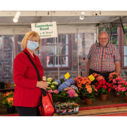 Andrea Schröder-Ehlers MdL auf dem Wochenmarkt