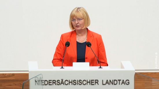 Andrea Schröder-Ehlers am Rednerpult Niedersächsischer Landtag