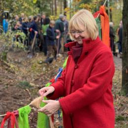 Andrea Schröder-Ehlers ist Baumpatin im Blätterwald