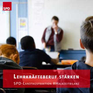 SchülerInnen und Lehrer im Klassenzimmer